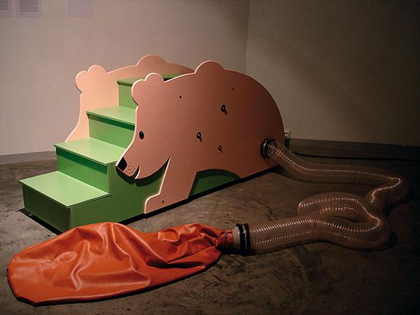 "Object ""Bear"" (2006, 200 x 80 x 120 cm)"