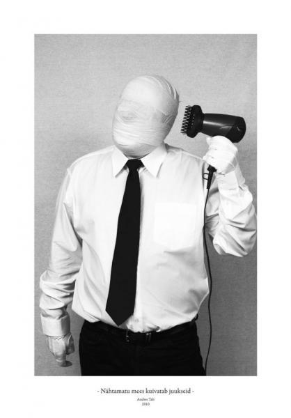 Andres Tali. Nähtamatu mees kuivatab juukseid (2010, digitaaltrükk, 125 x 165 mm)