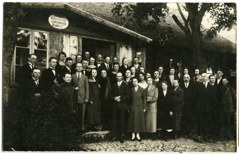 Ambla valla Haridusseltsi raamatukogu. Foto: Eesti Ajaloomuuseum, fotopank (F27087)