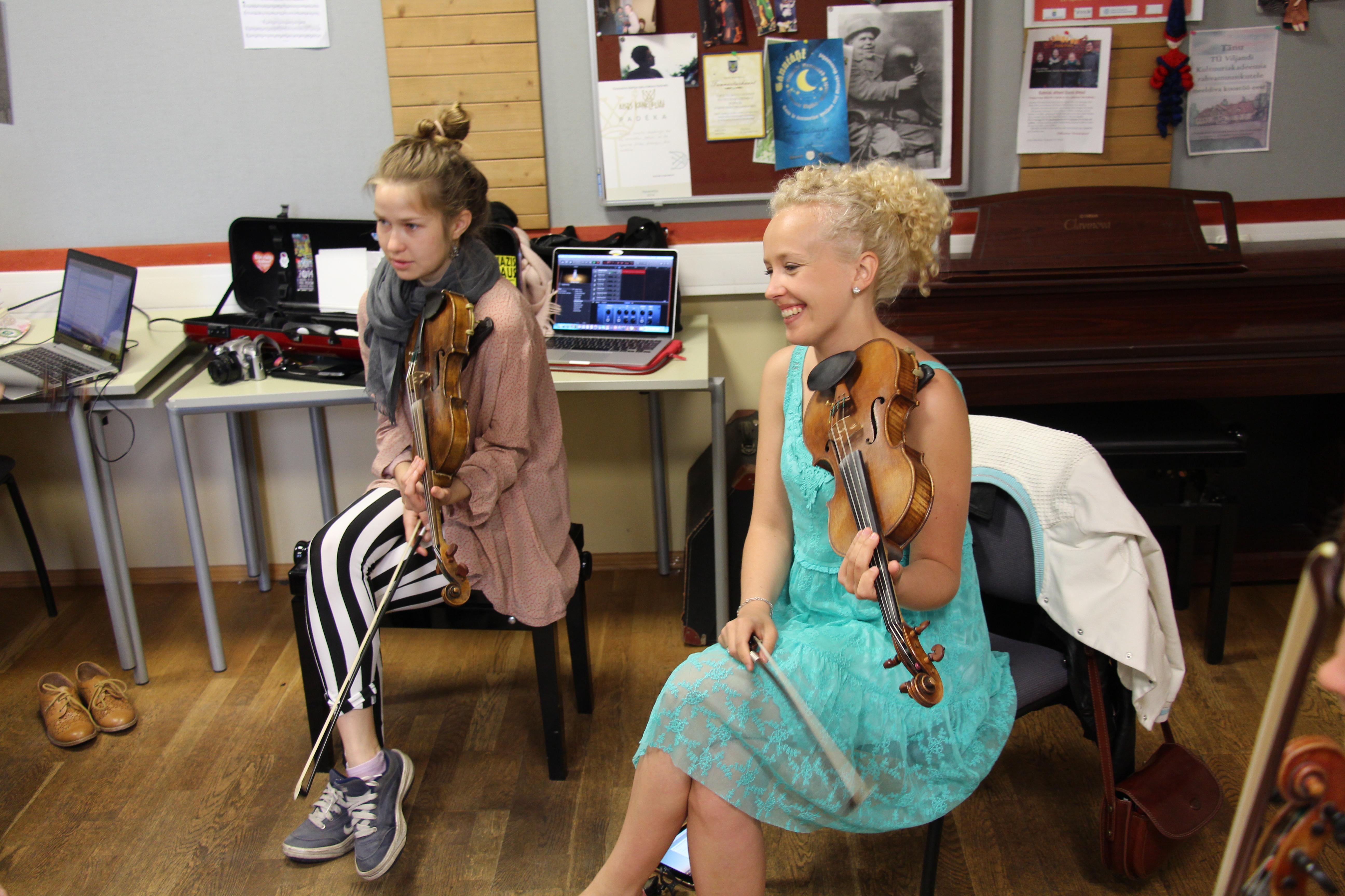 Pärimusmuusika lõimimine uute muusikastiilidega pakub häid võimalusi eesti muusika tutvustamiseks üle ilma. Foto: Tartu Ülikooli Viljandi Kultuuriakadeemia