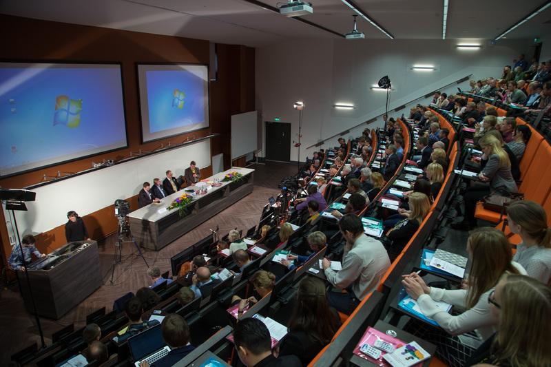 """Ettevõtluskoostöö foorum """"Ettevõtjate ja teadlaste koostöö: müüdid ja tegelikkus"""" Physicumis"""