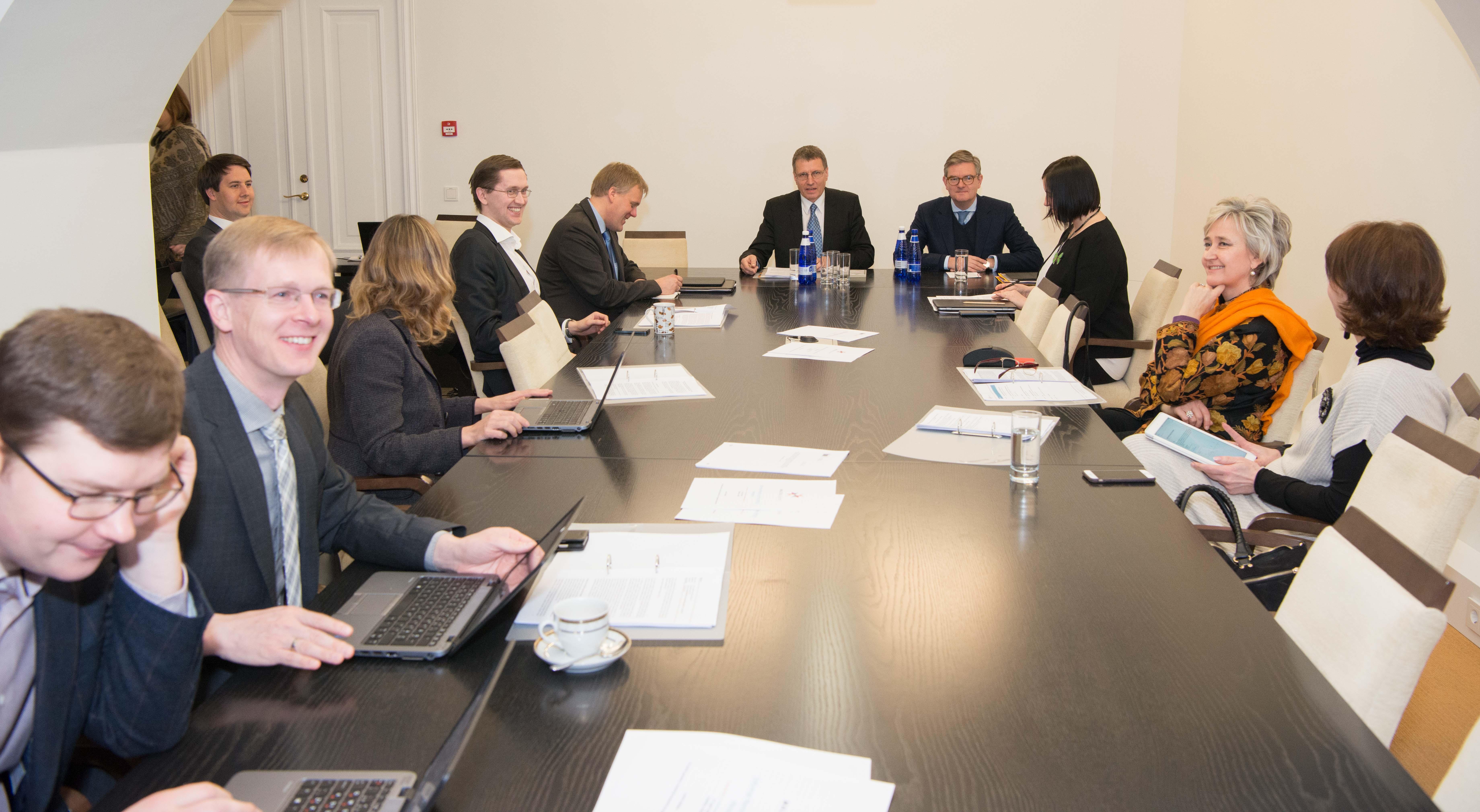 Euroopa Liidu asjade komisjoni kohtumisel Euroopa Komisjoni julgeolekuvoliniku Julian Kingiga 31. märtsil 2017 olid arutusel Eesti Euroopa Liidu Nõukogu eesistumine ja muud küsimused. Foto: Riigikogu Kantselei
