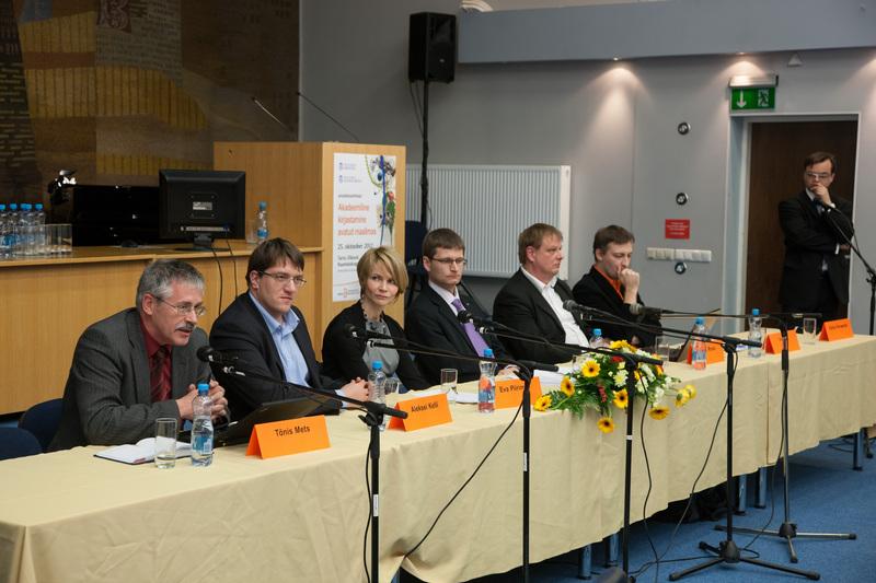 """Ülikooli õppejõud osalemas seminaril """"Ettevõtluse võimalused Hiinas""""."""