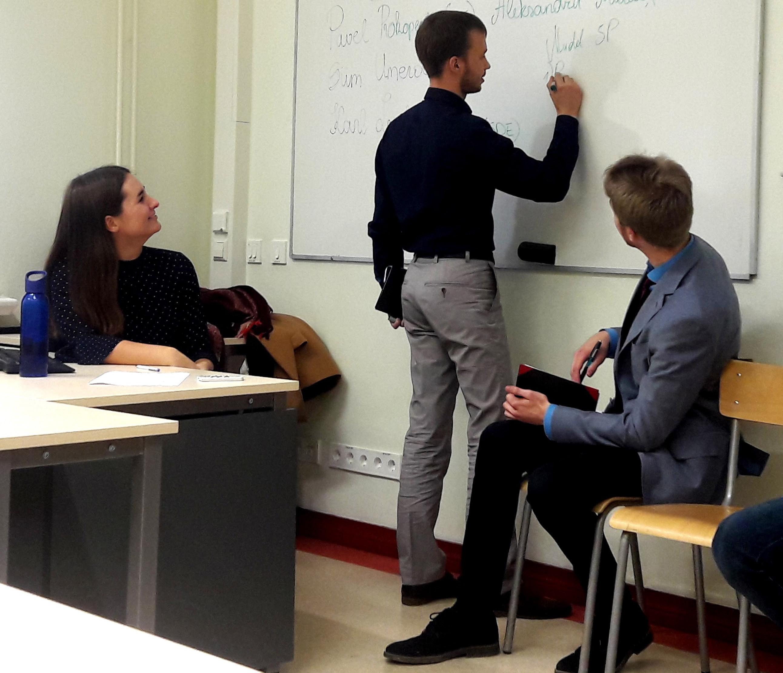 Kohalike omavalitsuste valimistel kandideerinu selgitab, kuidas ta rakendas oma kampaania läbiviimisel 5P mudelit. Foto: Kristel Jakobson