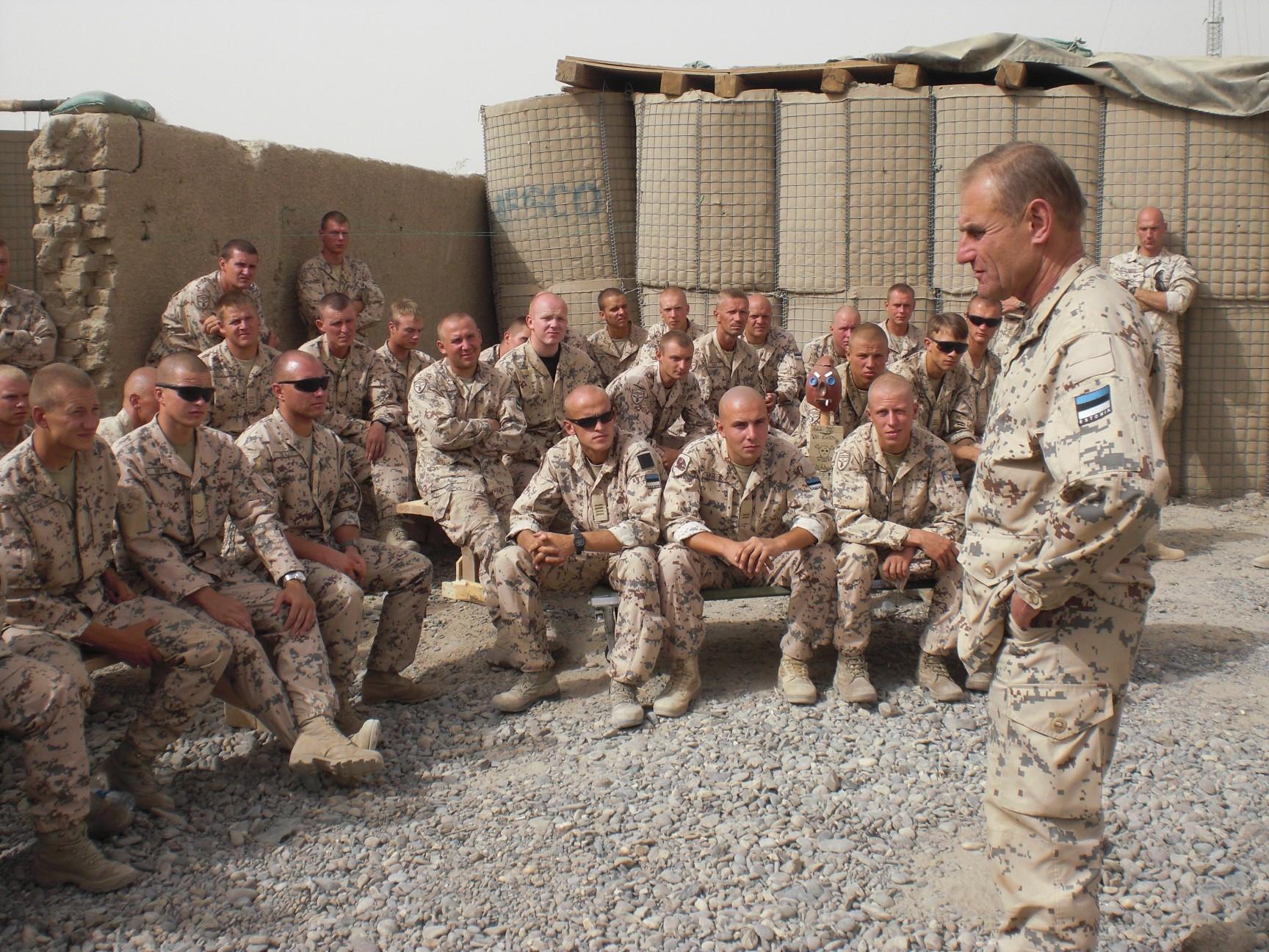 Kohtumine ESTCOY võitlejatega – Helmand 2009. aastal. Foto: Ants Laaneotsa erakogu