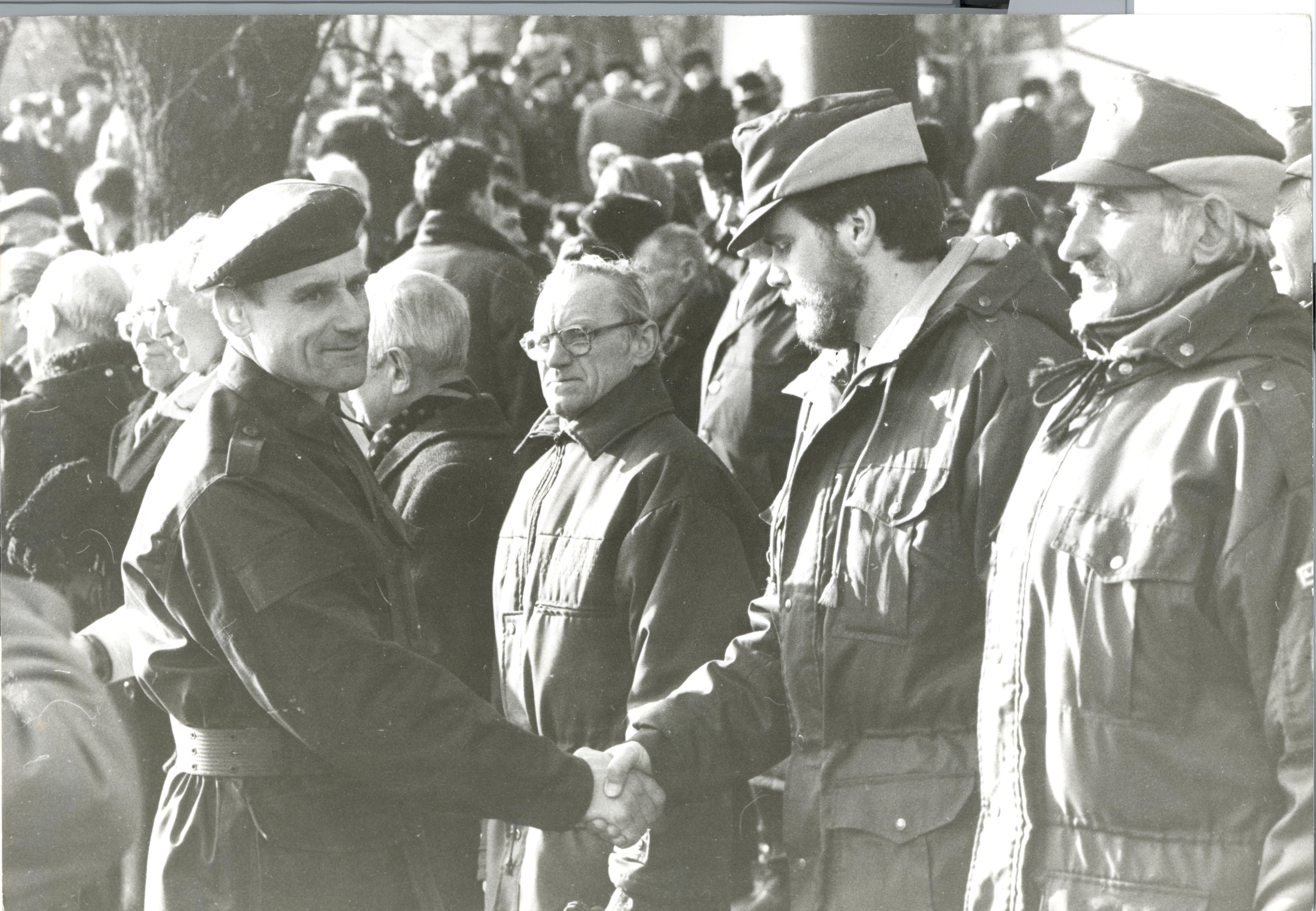 Esimene kaitsejõudude paraad 24. veebruaril 1992. Foto: Ants Laaneotsa erakogu