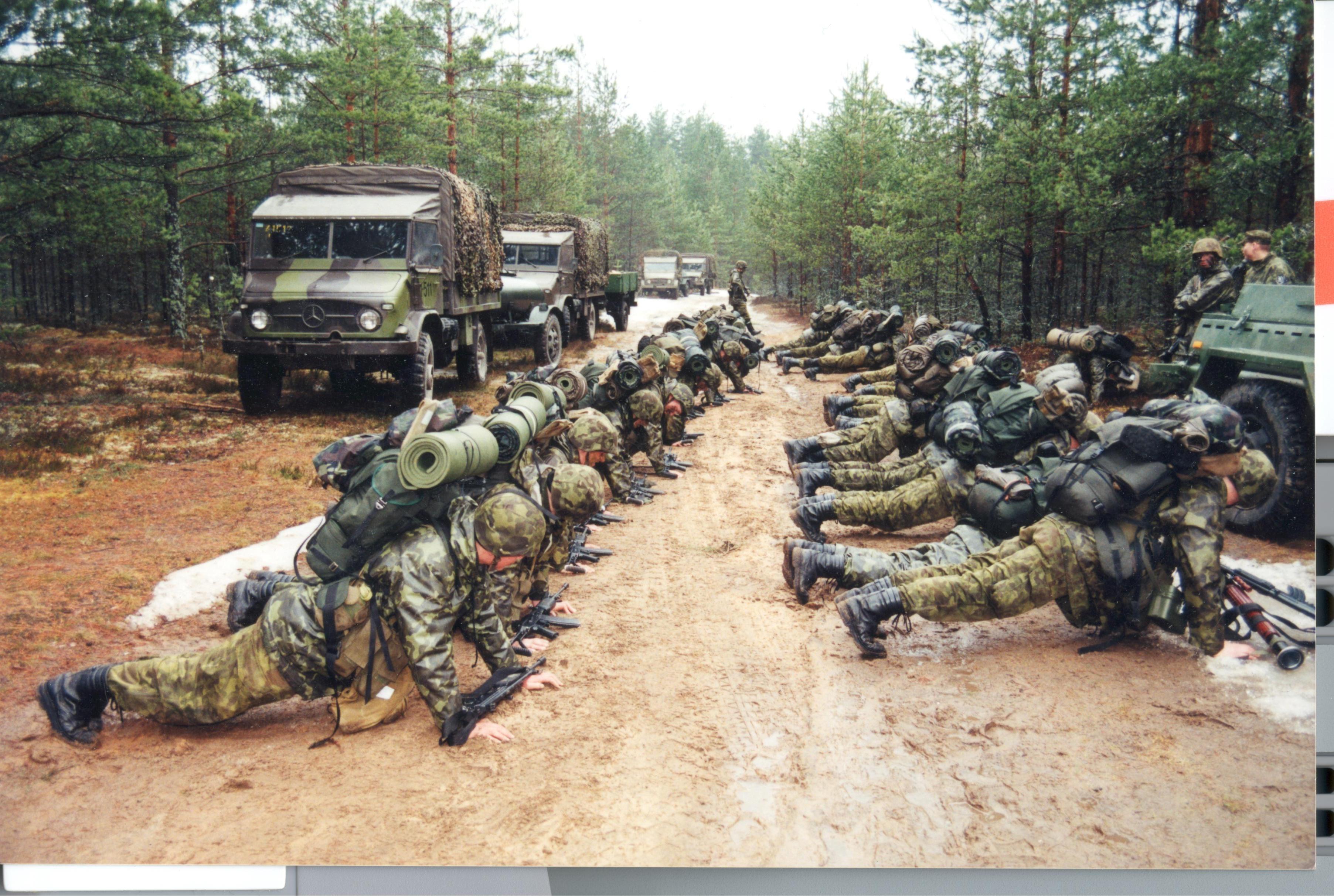 Kuperjanovi pataljon õppustel 1999. Foto: Ants Laaneotsa erakogu