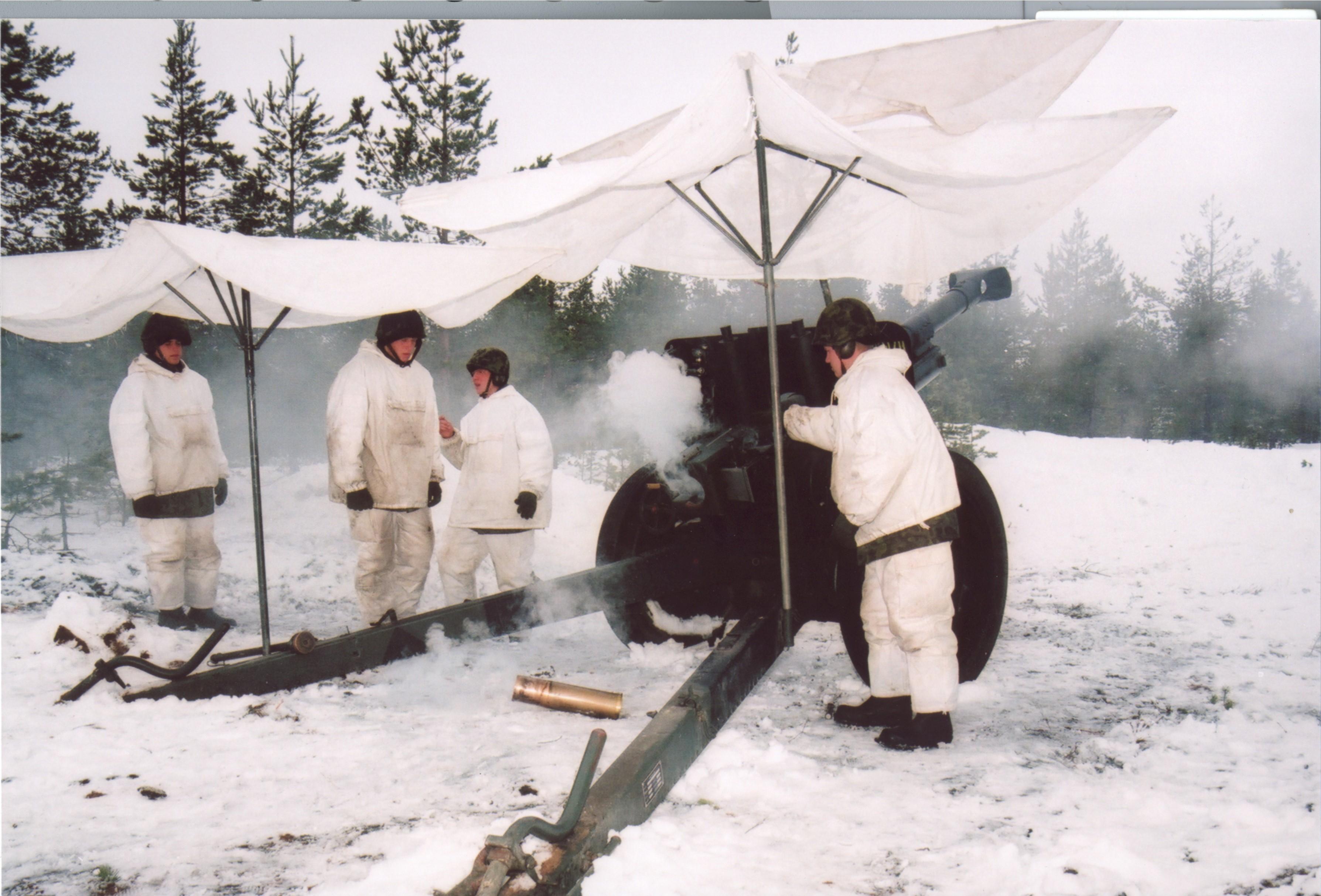 Suurtükiväe esimesed laskmised 1999. aastal. Foto: Ants Laaneotsa erakogu