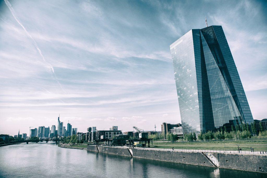Euroopa Keskpanga nõukogu otsustas pakkuda pankadele piiramatut krediiti ja langetas intresse, et majandust ja inflatsiooni toetada. Foto: https://pixabay.com