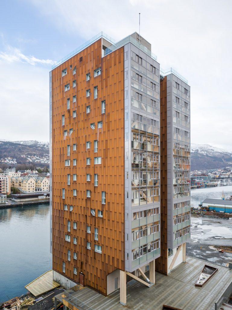 """Eestlaste ehitatud maailma kõrgeim puidust kandekonstruktsioonidega korruselamu """"Treet"""" Norras. Foto: Maris Tomba"""