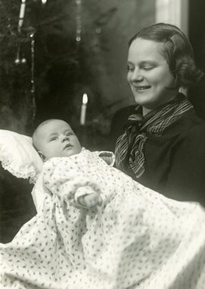 Noor ema tütrekesega 1937 aastal. Foto: Erakogu