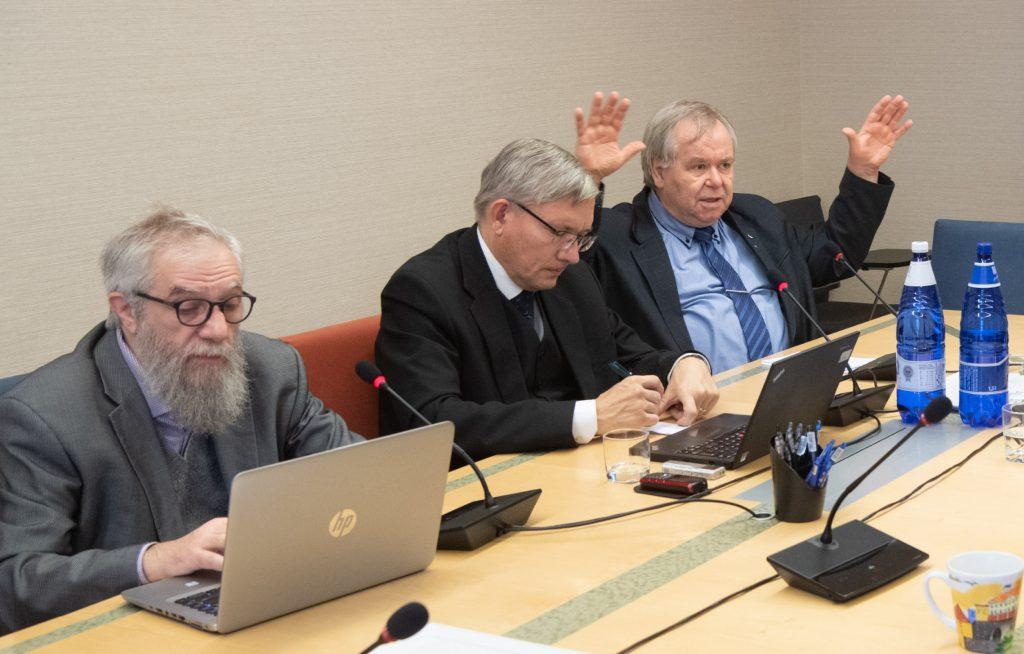 Mihhail Lotman (Isamaa), Mart Raudsaar (Riigikogu Toimetiste peatoimetaja) ja Aadu Must (Keskerakond).Foto: Erik Peinar