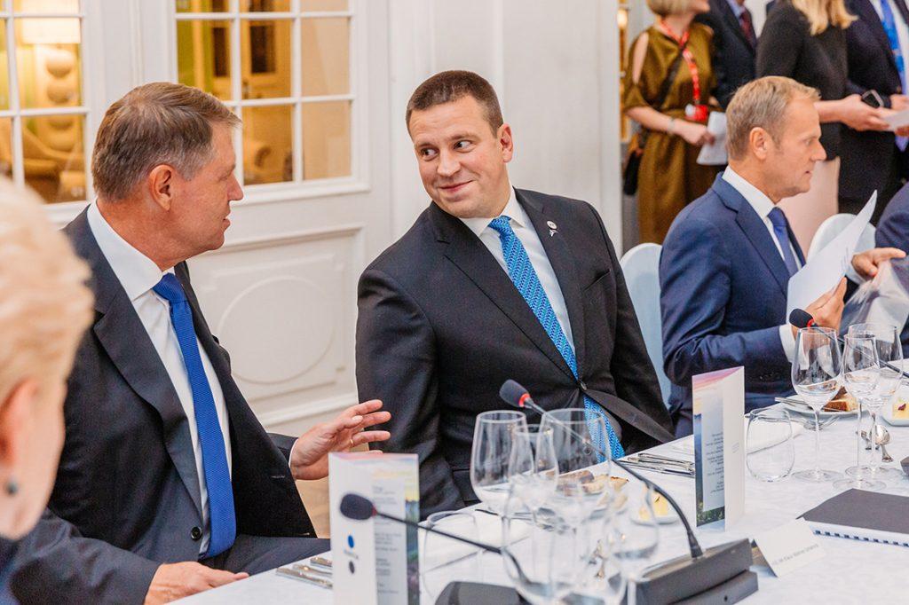 Eesti peaminister Jüri Ratas, Ühendkuningriigi peaminister ja Euroopa Ülemkogu eesistuja President Donald Tusk Tallinnas Digisummitil 28. septembril 2017. Foto: Arno Mikkor (EU2017EE), Välisministeeerium