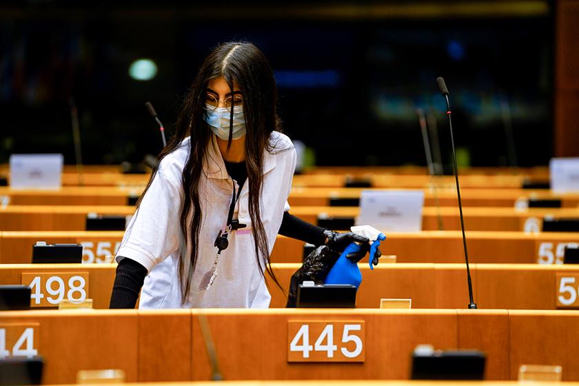 Sanitaarmeetmed COVID-19 tõrjeks Euroopa Parlamendi istungitesaalis, mai 2020. Foto: Daina Le Lardic, Euroopa Liit, Euroopa Parlament