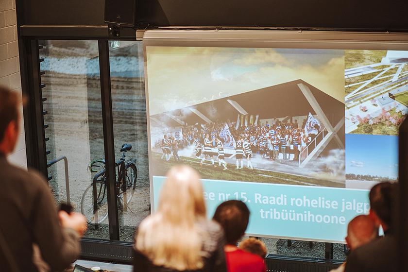 """Tartu linna kaasava eelarve 2020. aasta võiduidee """"Raadi rohelise jalgpallipargi tribüünihoone"""" esitlus Emajõe Lodjakojas"""